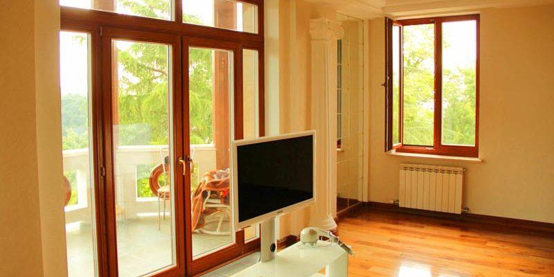 Деревянные окна и двери со стеклопакетом